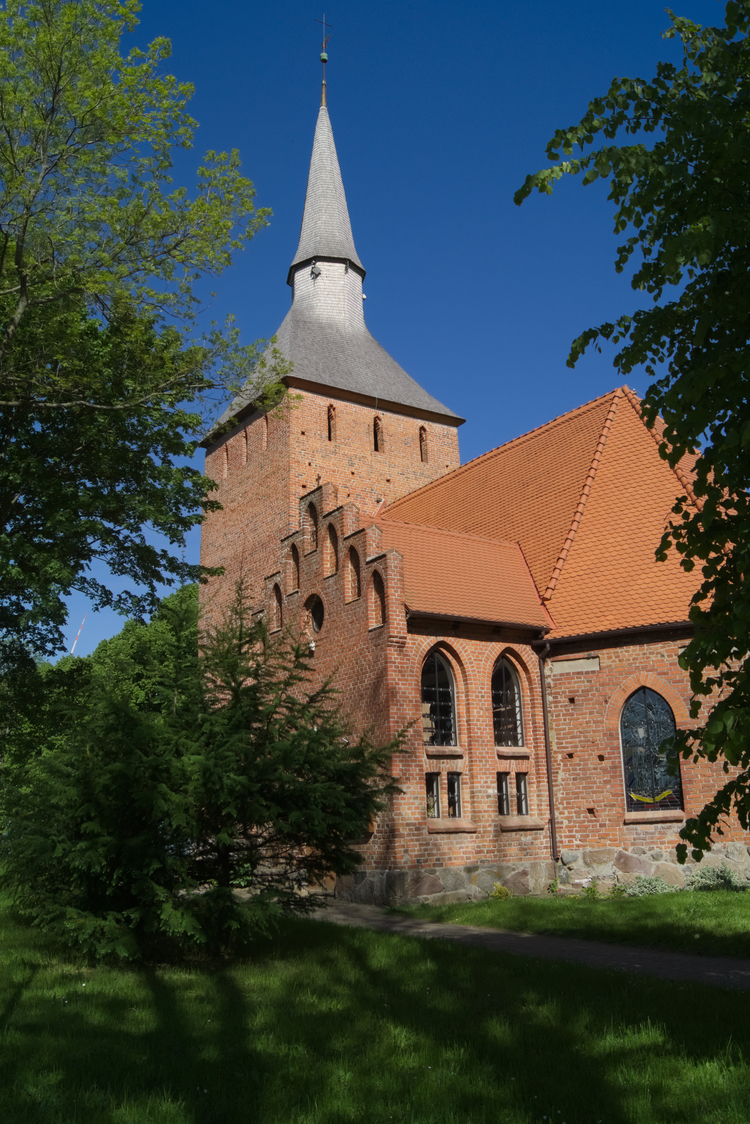 The_St_Stanislaw_Kostka_church_with_its_surroundings
